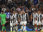 Juventus' players celebrate at the end of the Italian Serie A football match between Juventus and Fiorentina on August 20, 2016 at the Juventus Stadium in Turin.  / AFP / MARCO BERTORELLO        (Photo credit should read MARCO BERTORELLO/AFP/Getty Images)